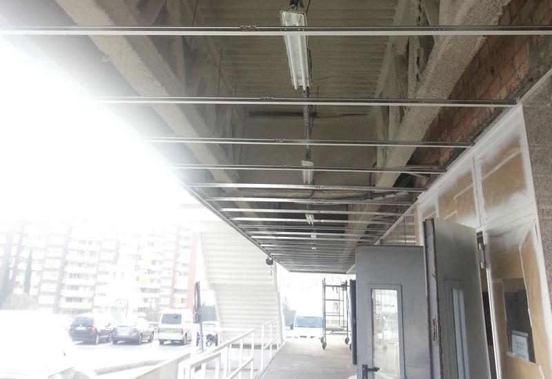 Techos de policarbonato y metacrilato isatech for Como iluminar un patio exterior