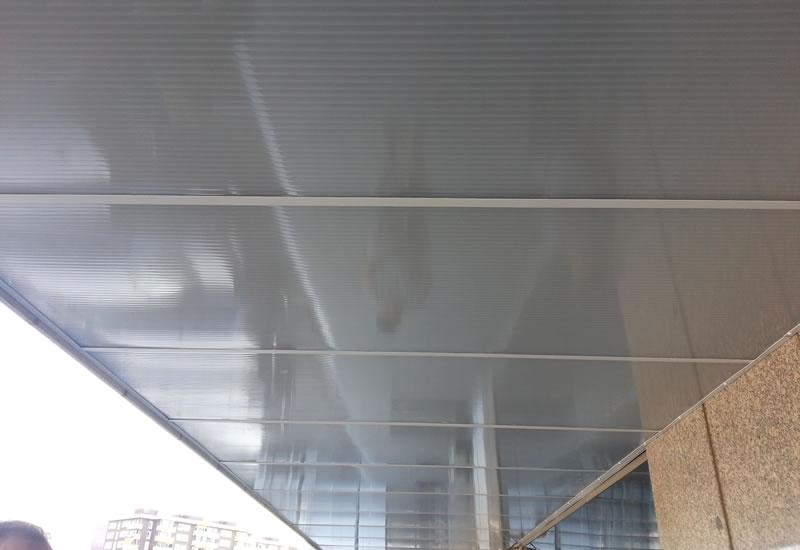 Techos de policarbonato y metacrilato isatech - Lamparas de pasillo de techo ...