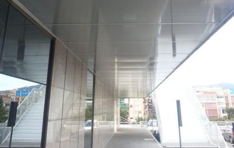 Falsos techos isatech for Oficinas kutxa barcelona