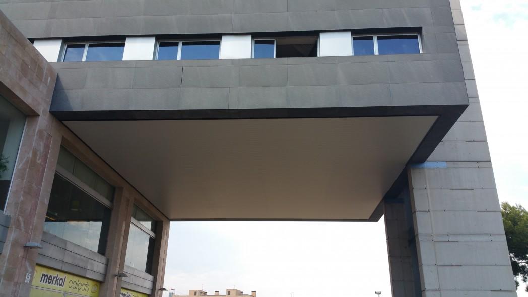 Lamas exterior molins isatech for Techos para galerias exterior